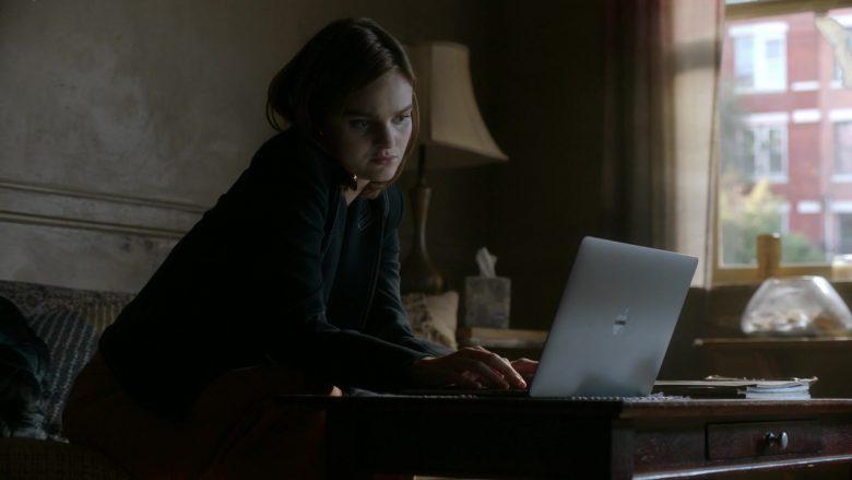 Apple MacBook Laptop Used by Kerris Dorsey as Bridget in Ray Donovan Season 7 Episode 4 Hispes ( (1)
