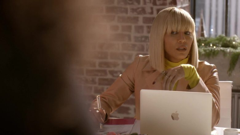 Apple MacBook Laptop Used by Nicole Ari Parker as Giselle Sims-Barker in Empire Season 6 Episode 10 Cold Cold Man (4)