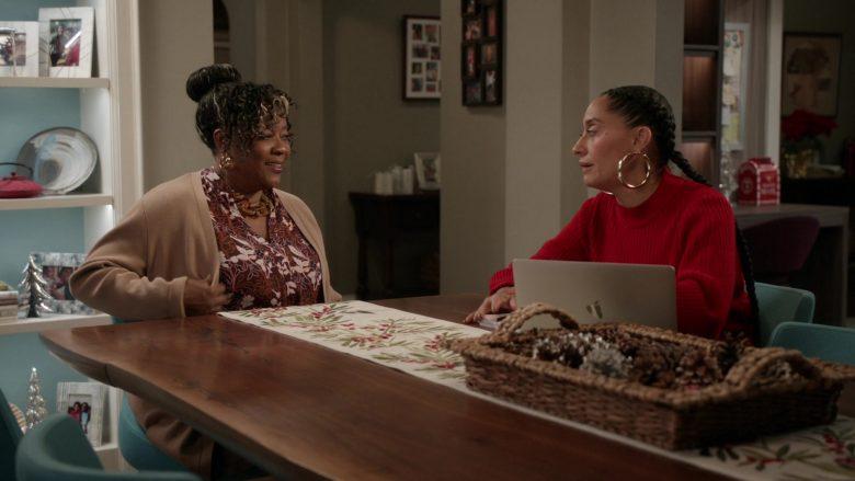 Apple MacBook Laptop Used by Tracee Ellis Ross as Dr. Rainbow 'Bow' Johnson in Black-ish Season 6 Episode 10 (2)