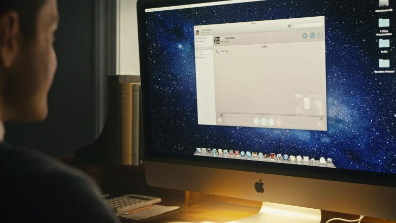 Apple iMac Computer Used by Rami Malek as Elliot Alderson in Mr. Robot Season 4 Episode 11 Exit (2)