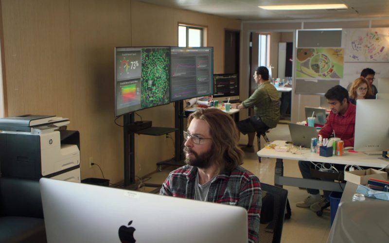 Apple iMac Computers and MacBook Laptops in Silicon Valley Season 6 Episode 6 (1)