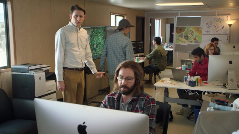 Apple iMac Computers and MacBook Laptops in Silicon Valley Season 6 Episode 6 (2)