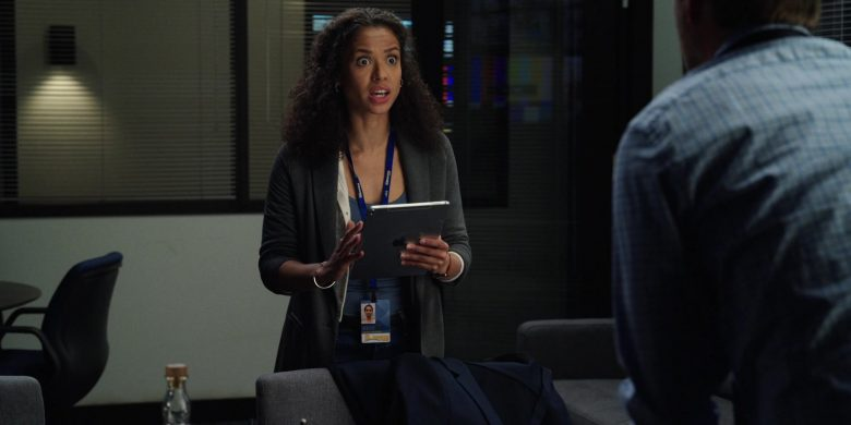 Apple iPad Tablet Used by Gugu Mbatha-Raw as Hannah Shoenfeld in The Morning Show Season 1 Episode 8 (1)