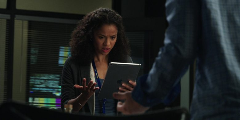 Apple iPad Tablet Used by Gugu Mbatha-Raw as Hannah Shoenfeld in The Morning Show Season 1 Episode 8 (2)