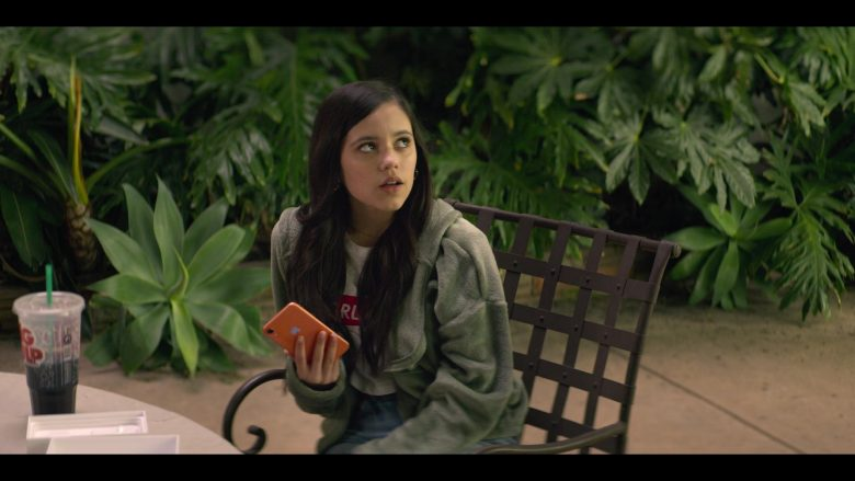 Apple iPhone Smartphone Held by Jenna Ortega as Ellie Alves in YOU Season 2 Episode 1 A Fresh Start (4)