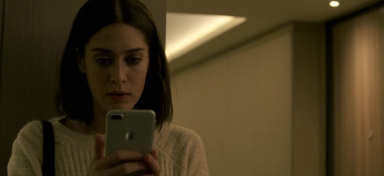 Apple iPhone Smartphone Held by Lizzy Caplan in Truth Be Told Season 1 Episode 5 Graveyard Love (1)