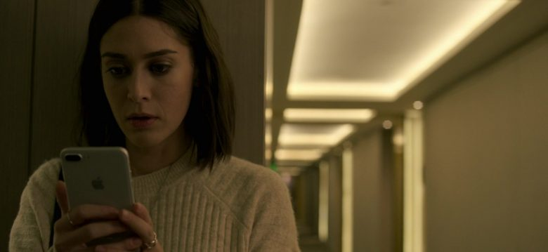 Apple iPhone Smartphone Held by Lizzy Caplan in Truth Be Told Season 1 Episode 5 Graveyard Love (2)