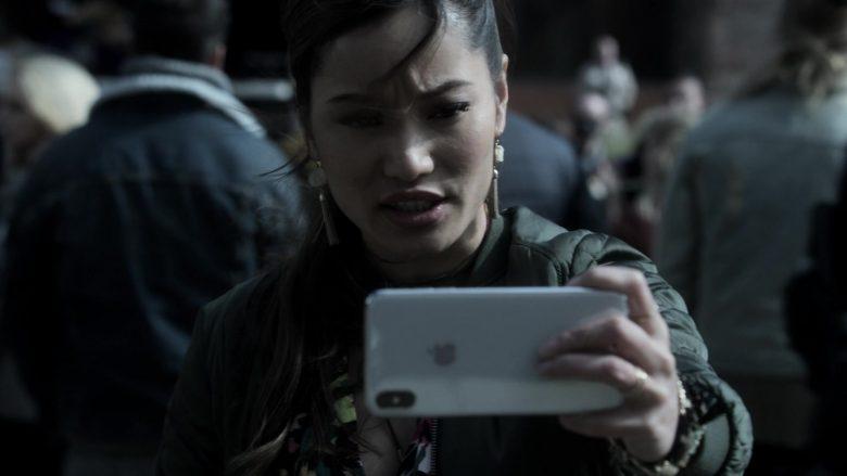 Apple iPhone Smartphone Used by Jacky Lai as Kaylee Vo in V Wars Season 1 Episode 10 (2)