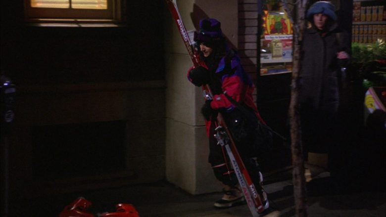 Atomic Arc Skis Held by Julia Louis-Dreyfus as Elaine Benes in Seinfeld Season 6 Episode 17 (3)