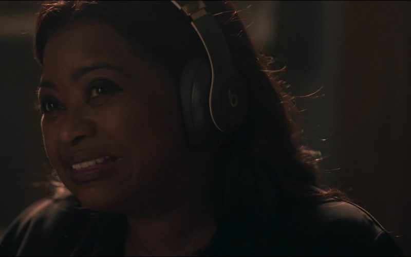 Beats Headphones Used by Octavia Spencer as Poppy Scoville-Parnell in Truth Be Told Season 1 Episode 1