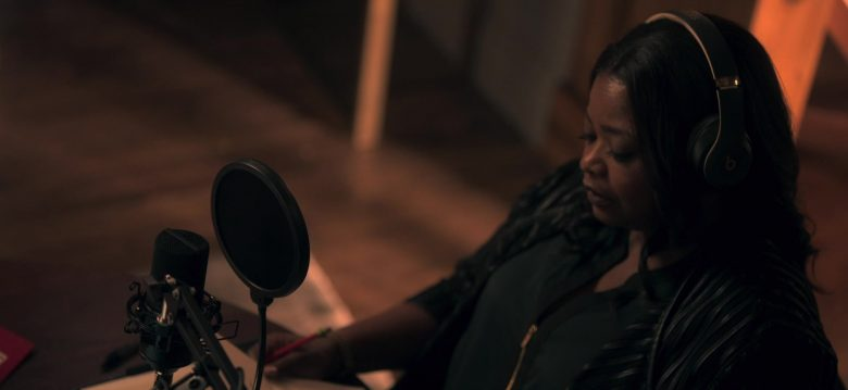 Beats Headphones Worn by Octavia Spencer as Poppy Parnell in Truth Be Told Season 1 Episode 6 No Buried, Planted (1)
