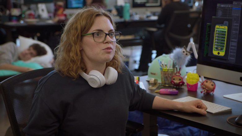 """Beats White Wireless Headphones in Silicon Valley Season 6 Episode 6 """"RussFest"""" (2019) - TV Show Product Placement"""