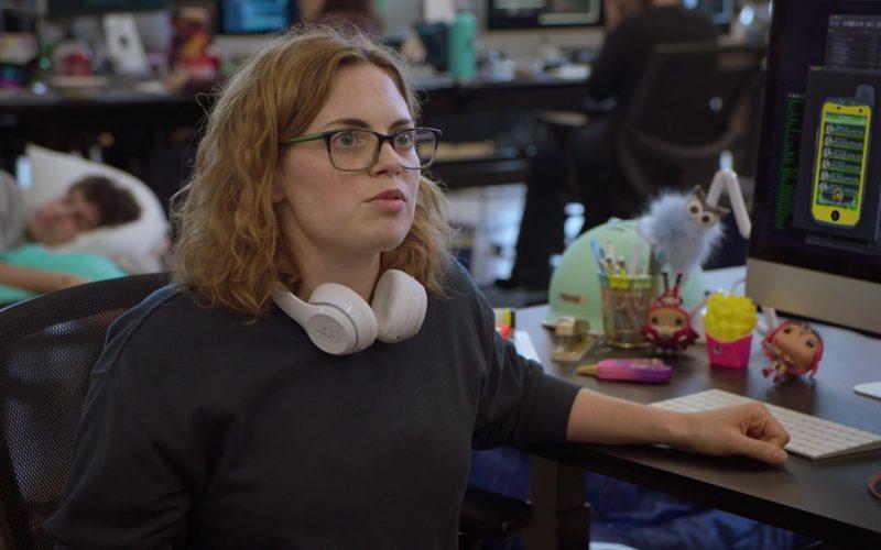Beats White Wireless Headphones in Silicon Valley Season 6 Episode 6