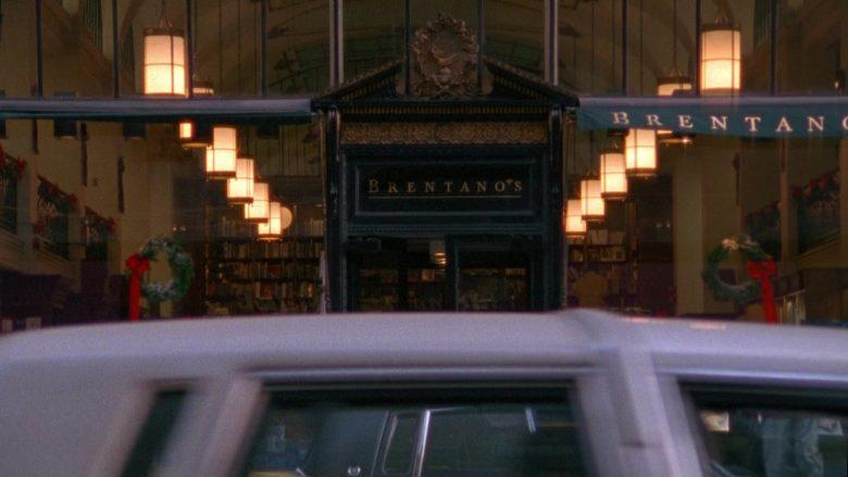 Brentano's Store in Seinfeld Season 9 Episode 17 The Bookstore (1)