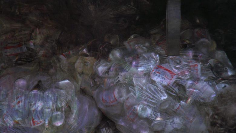Budweiser Beer Cans in Seinfeld Season 7 Episode 21-22 The Bottle Deposit (1)
