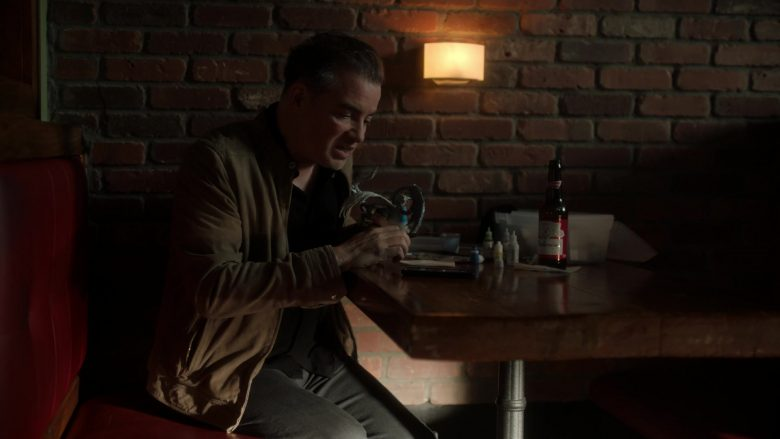 Budweiser Beer in Ray Donovan Season 7 Episode 6 Inside Guy (1)