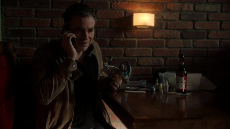 Budweiser Beer in Ray Donovan Season 7 Episode 6 Inside Guy (2)