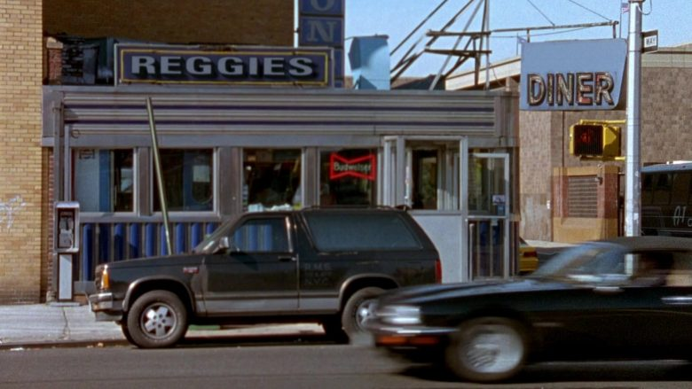 Budweiser Sign in Seinfeld Season 7 Episode 8 The Pool Guy (2)