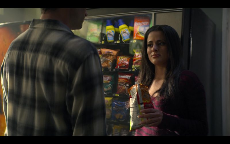 Cheetos, Doritos, Lay's, Munchies in YOU Season 2 Episode 4 The Good, The Bad & The Hendy