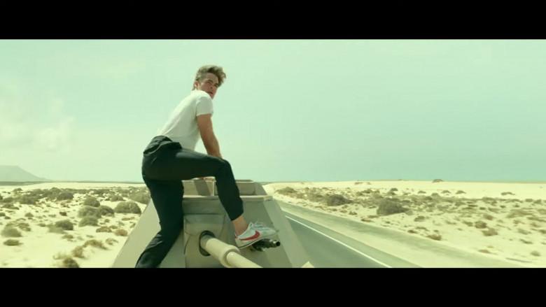 Chris Pine as Steve Trevor Wears Nike White Shoes in Wonder Woman 1984 (2020) Movie