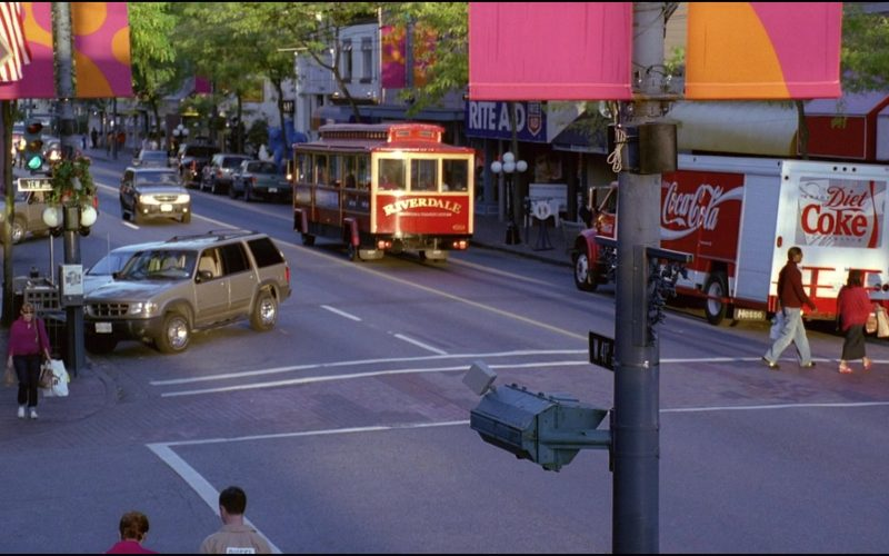Coca-Cola Truck in Josie and the Pussycats (1)