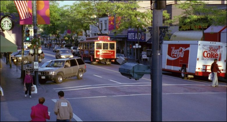 Coca-Cola Truck in Josie and the Pussycats (2)
