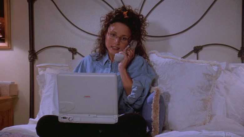 Compaq Laptop Used by Julia Louis-Dreyfus as Elaine Benes in Seinfeld Season 7 Episode 1 The Engagement (2)