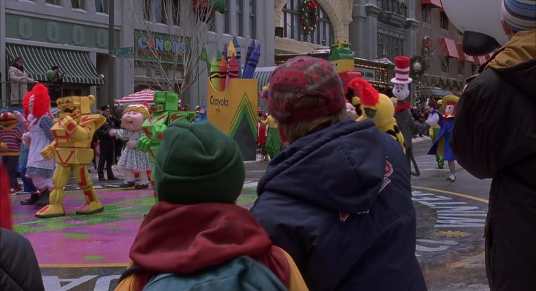 Crayola Crayons in Jingle All the Way (5)