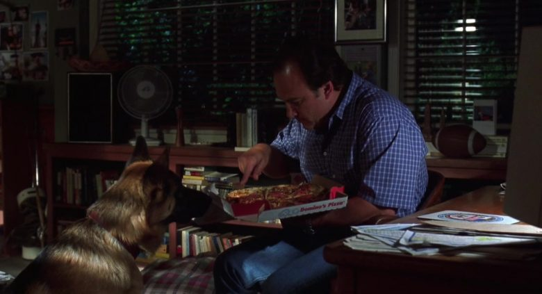 Domino's Pizza Enjoyed by James Belushi as Detective Thomas Dooley and German Shepherd King as Jerry Lee in K (1)
