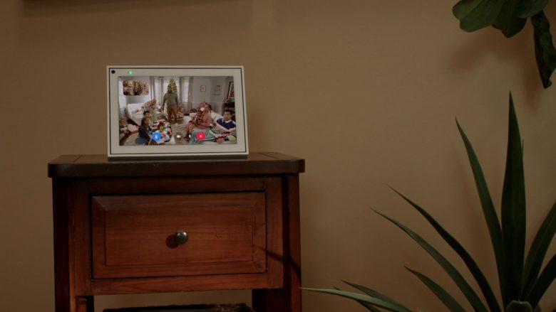 Facebook Portal in Black-ish Season 6 Episode 10 Father Christmas (1)