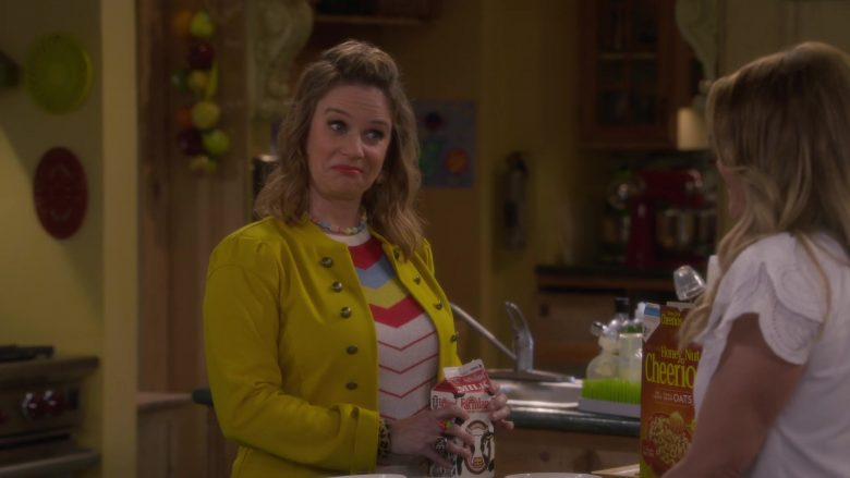 Farmland Milk and Cheerios Cereal in Fuller House Season 5 Episode 3 (1)