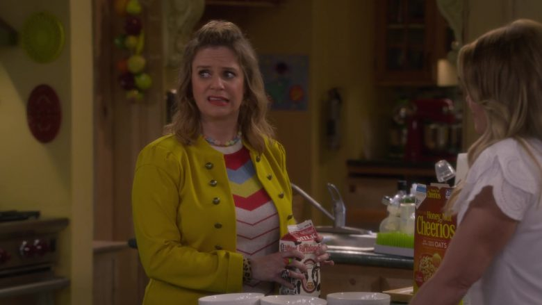 Farmland Milk and Cheerios Cereal in Fuller House Season 5 Episode 3 (2)