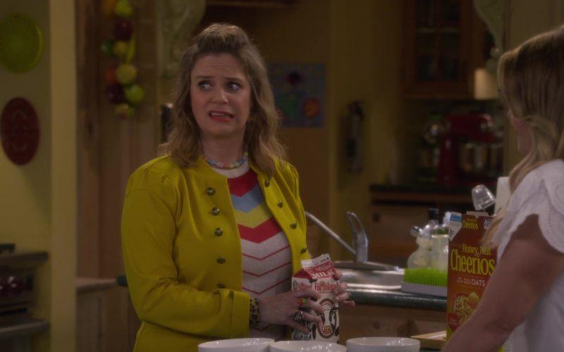 Farmland Milk and Cheerios Cereal in Fuller House Season 5 Episode 3 (2)