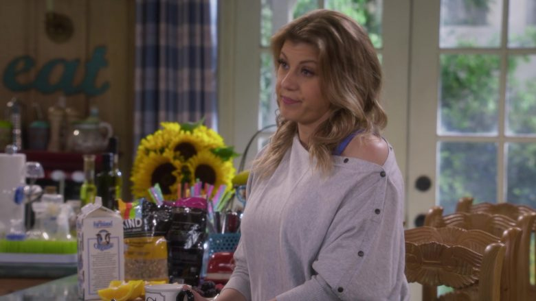 Farmland Milk in Fuller House Season 5 Episode 8 (2)