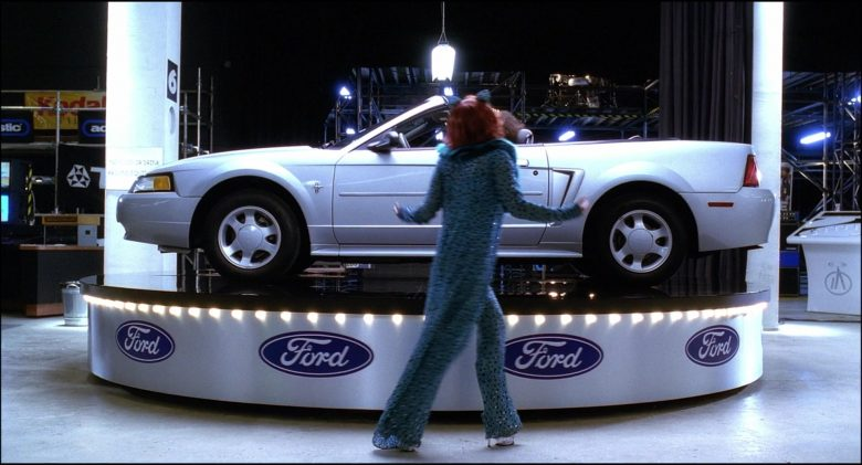 Ford Mustang Convertible Car in Josie and the Pussycats (2)