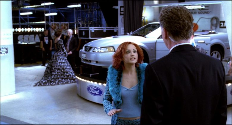 Ford Mustang Convertible Car in Josie and the Pussycats (5)