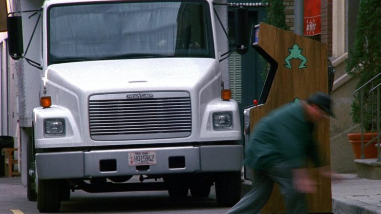 Freightliner Truck in Seinfeld Season 9 Episode 18 The Frogger (1)