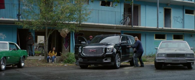 GMC Black SUV in Black and Blue (4)