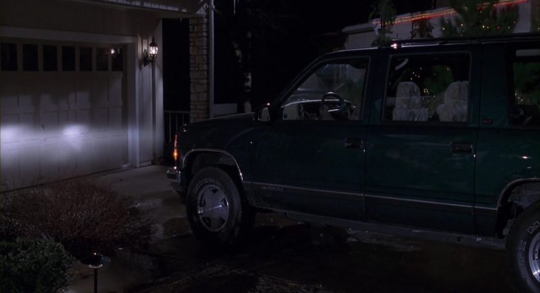 GMC Suburban Green Car Used by Arnold Schwarzenegger in Jingle All the Way (2)