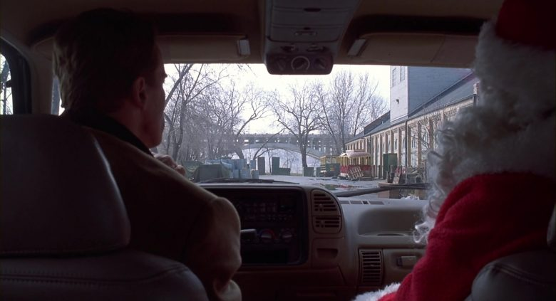 GMC Suburban Green Car Used by Arnold Schwarzenegger in Jingle All the Way (6)