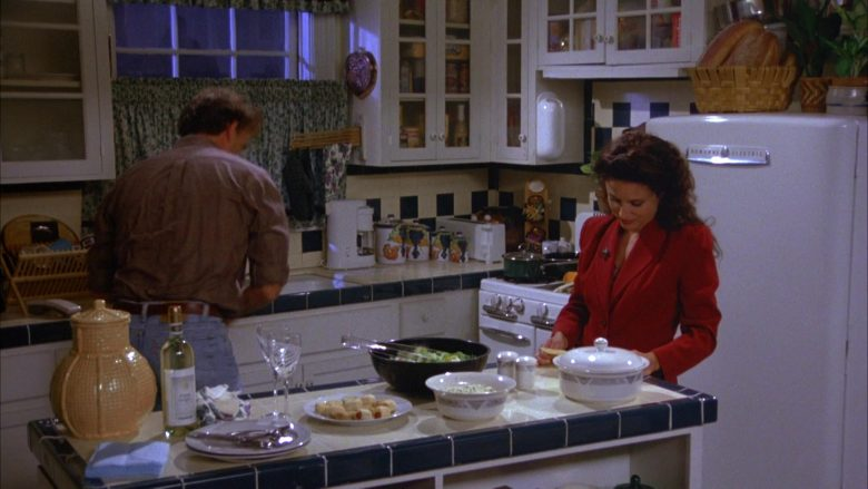 General Electric Refrigerator Used by Julia Louis-Dreyfus as Elaine Benes in Seinfeld Season 5 Episode 4 (5)