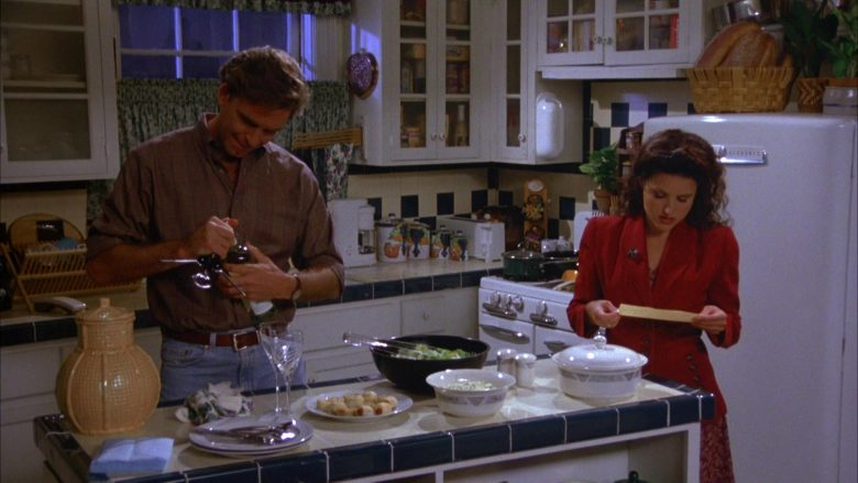 General Electric Refrigerator Used by Julia Louis-Dreyfus as Elaine Benes in Seinfeld Season 5 Episode 4 (6)
