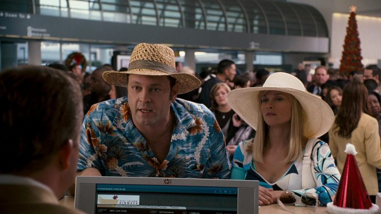 HP Monitor in Four Christmases (2)