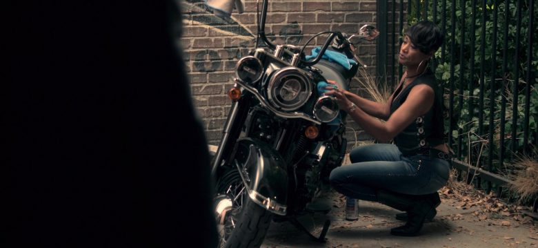 Harley-Davidson Motorcycle in Truth Be Told Season 1 Episode 5 Graveyard Love (1)