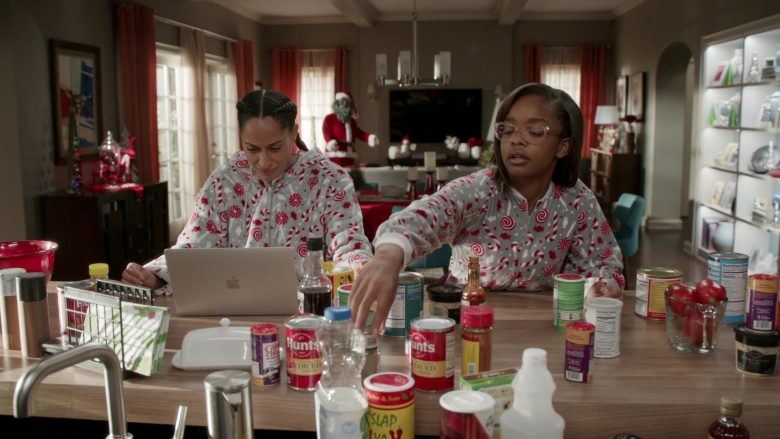 Hunt's and MacBook Laptop in Black-ish Season 6 Episode 10 Father Christmas (1)