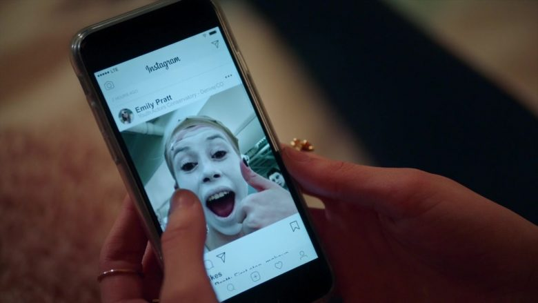 Instagram Social Network Application in High School Musical The Musical The Series Season 1 Episode 7 Thanksgiving (2)