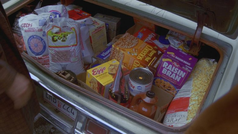 "Kellogg's Eggo Homestyle Waffles, General Mills Cheerios, Lipton Tea, Post Raisin Bran Cereal in Seinfeld Season 7 Episode 11 ""The Rye"" (1996) - TV Show Product Placement"