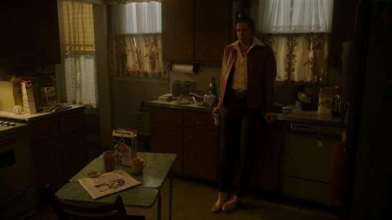Kellogg's Frosted Flakes Cereal in Ray Donovan Season 7 Episode 7 The Transfer Agent (