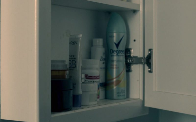 L'Oréal and Degree Deodorant in Truth Be Told Season 1 Episode 3