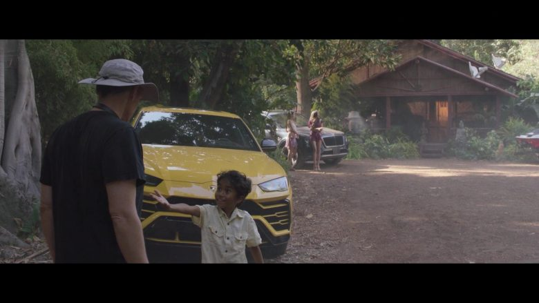 Lamborghini Urus Yellow Car in Silicon Valley Season 6 Episode 7 Exit Event (2)